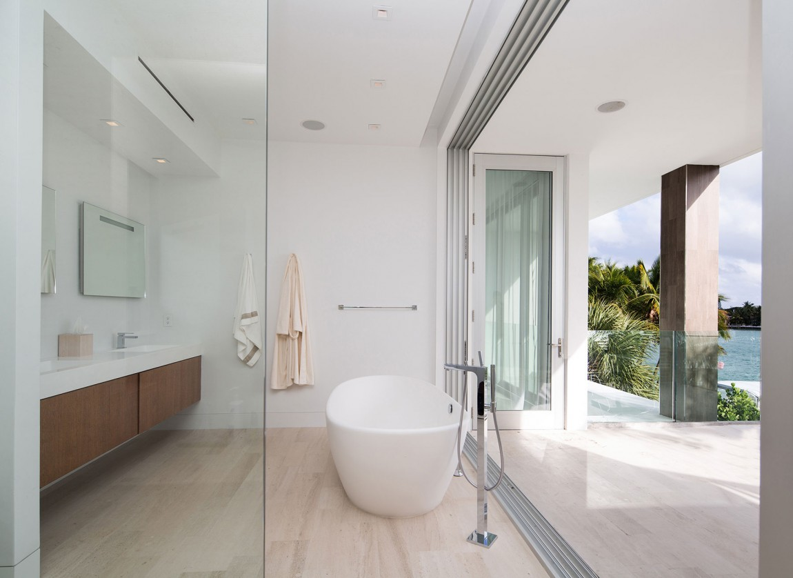 The most beautiful modern home in florida shoproomideas Glass bathroom design ideas