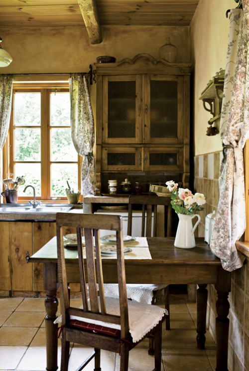 8 beautiful rustic country farmhouse decor ideas shoproomideas - Pictures of country cottage kitchens ...