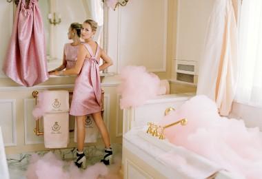 pink feminine girly washroom bathroom powder room eclectic vintage lion tub free standing gold shop room ideas coco chanel suite ritz paris home interior design kate moss celebrity home fashion