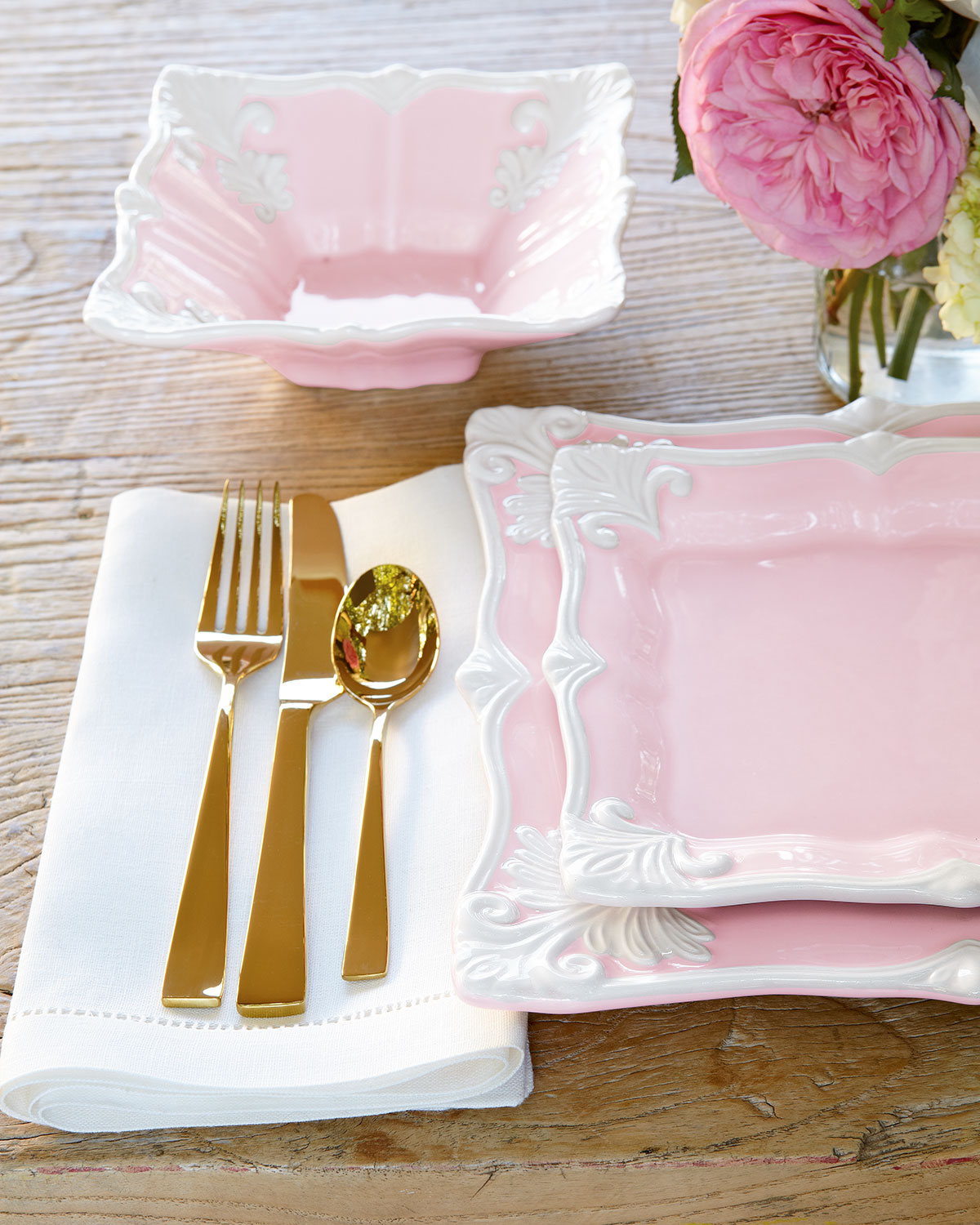 Table Setting Wedding Pink And White Dinnerware Plates Dining Room Gold Cutlery Fork Knives Plated Y