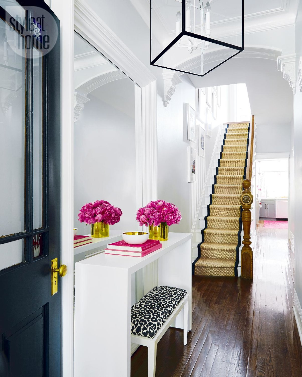 5 ways to decorate a narrow hallway shoproomideas for Front foyer design ideas