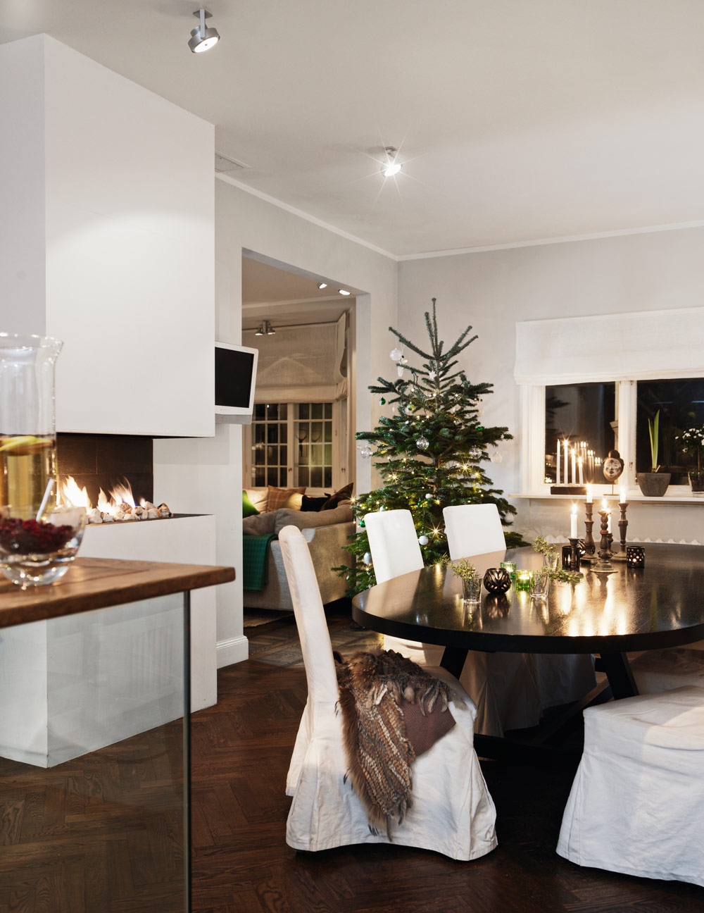 classic-swedish-scandinavian-nordic-style-kitchen-all-white-simple-minimalist-modern-christmas-decor-table-harringbone-parquet-oval-table-glass-kitchen-island