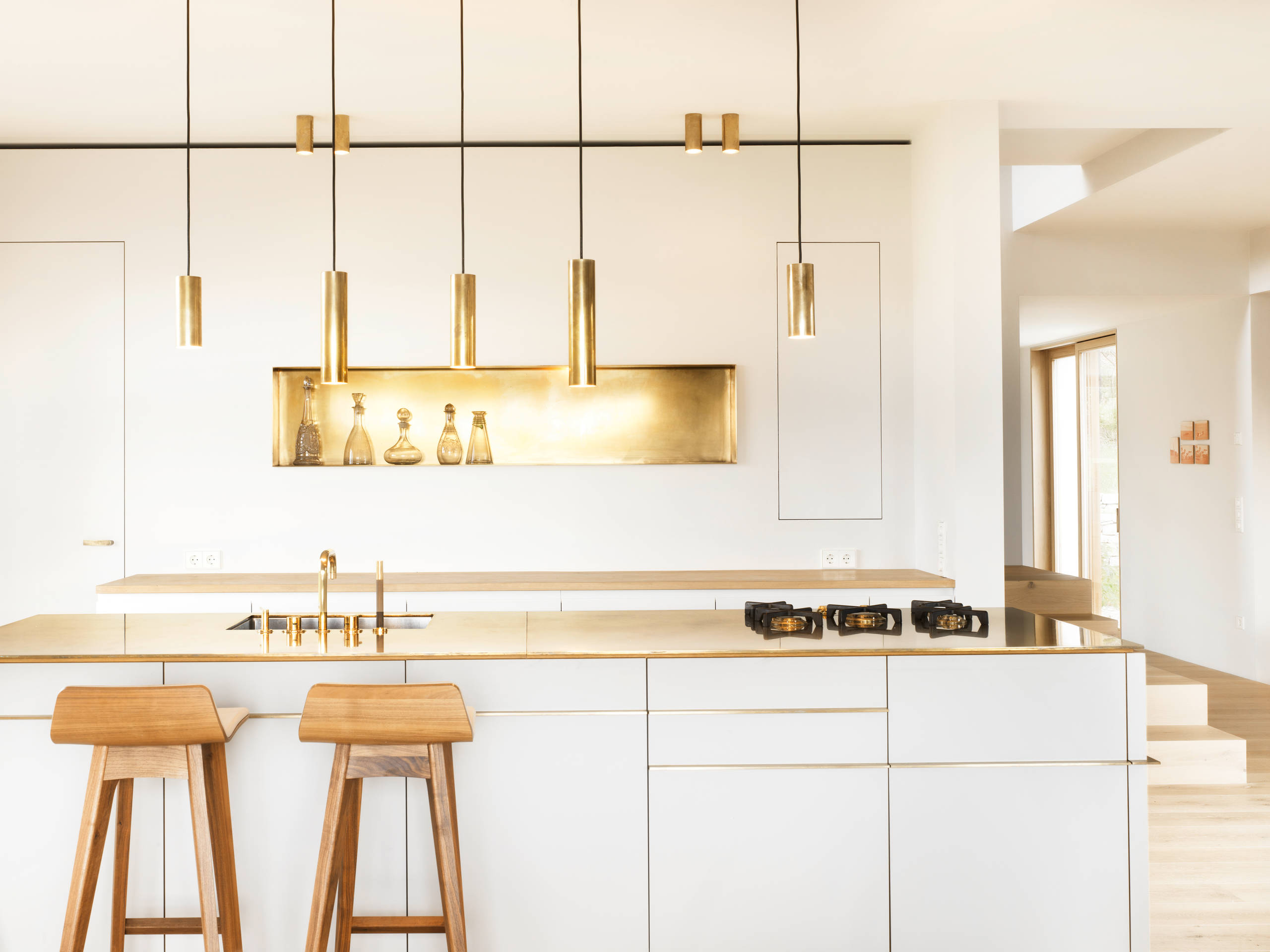 What 39 s hot 8 beautiful gold brass and hammered metal for Modern cabinets kitchen