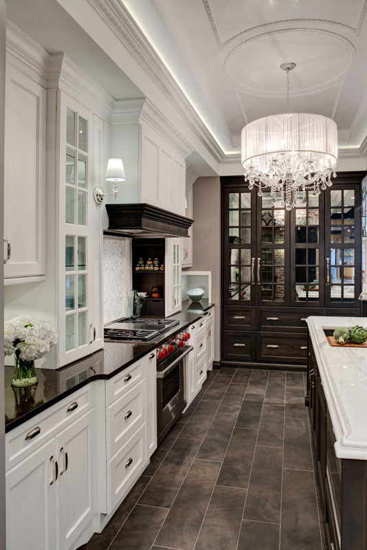 kitchen-island-traditional-kitchen-beautiful-stunning-gorgeous-white-and-black-dark-brown-tile-hardwood-floor-moulding-molding-eclctic-luxury-luxurious-interior-design-ideas-inspiration