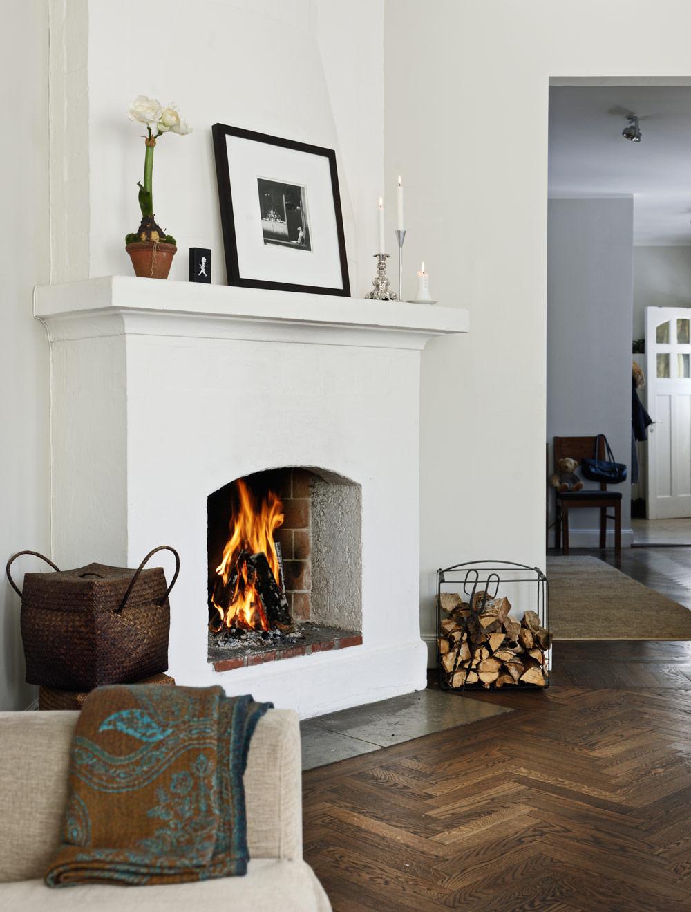 modern-scandinavian-nordic-chic-minimalist-minimalism-swedish-style-fireplace-flooring-ideas-inspiration-home-living-room-all-white