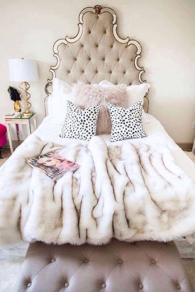 princess-style-girly-amazing-bedroom-diy-diamond-tufted-headboard-white-cream-faux-fur-blanket-stylish-bedrooms-home-decor-master-bedroom-vogue-elle-decor