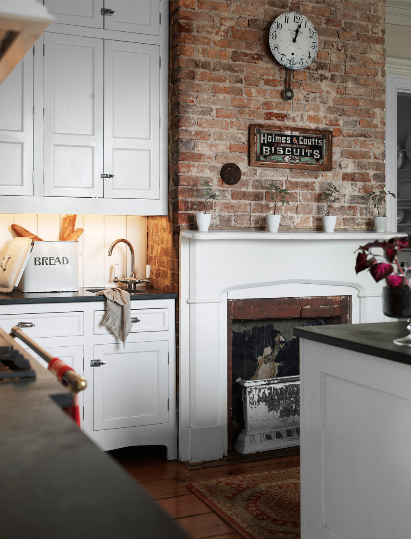 rustic-country-farmhouse-urban-fireplace-cozy-cottage-decor-kitchenideas-brick-wall-backsplash-christmas-decorating-traditional-victorian-inspiration-pinterest-shop-room-ideas