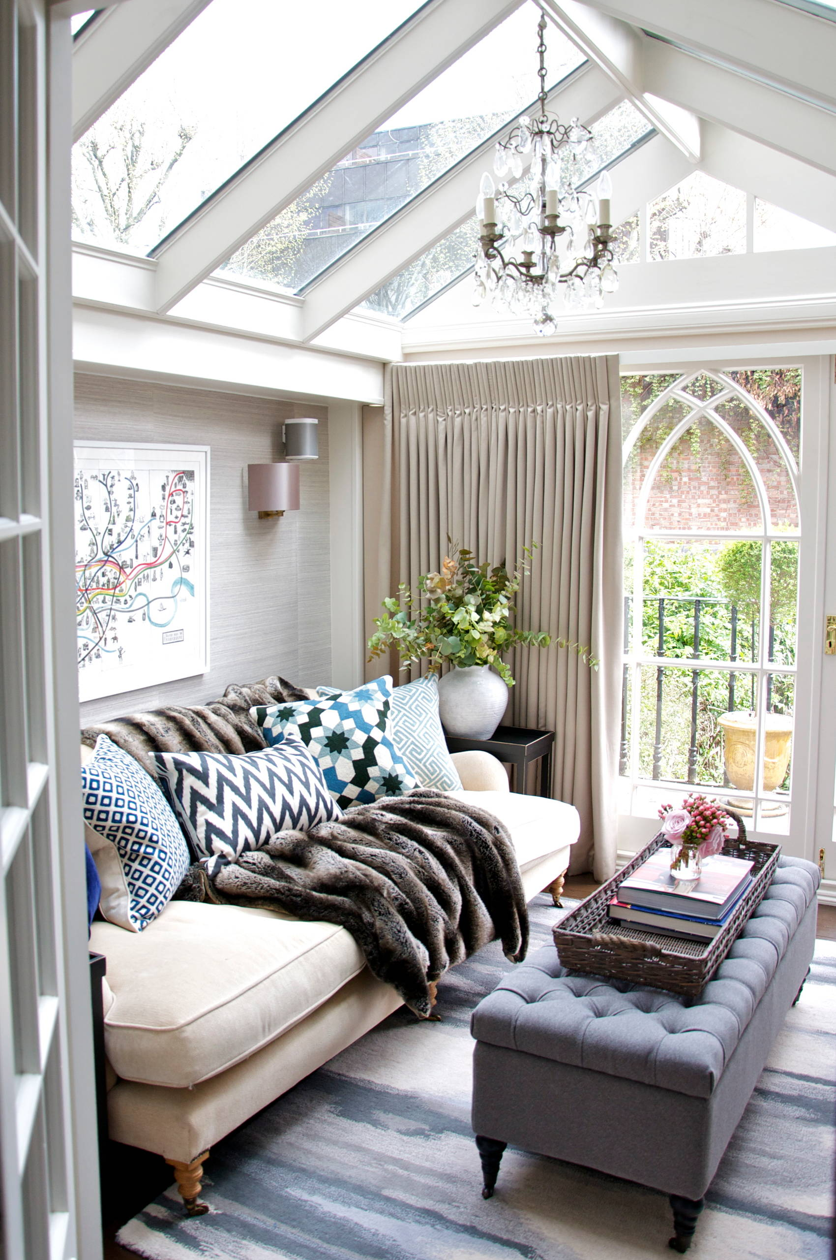 traditional-sunroom-faux-fur-blanket-country-couch-farmhouse-idea-coastal-home-sky-light-window-inspiration-winter-cozy-decor-couch-shop-room-ideas-wallpaper-grass