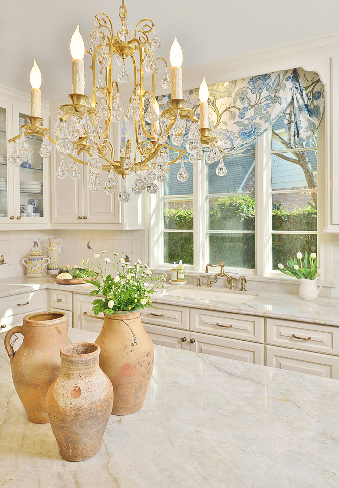 traditional-white-kitchen-brass-gold-chandelier-hardware-cream-home-design-style-ideas-inspiration-sink-with-large-window-chandelier-interior-design-home