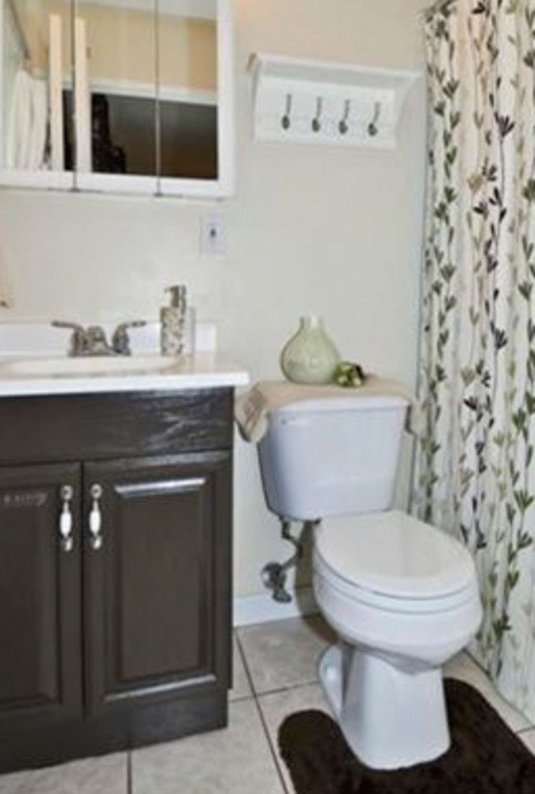 Small bathroom makeovers before and after home design for Bathroom decor inspiration