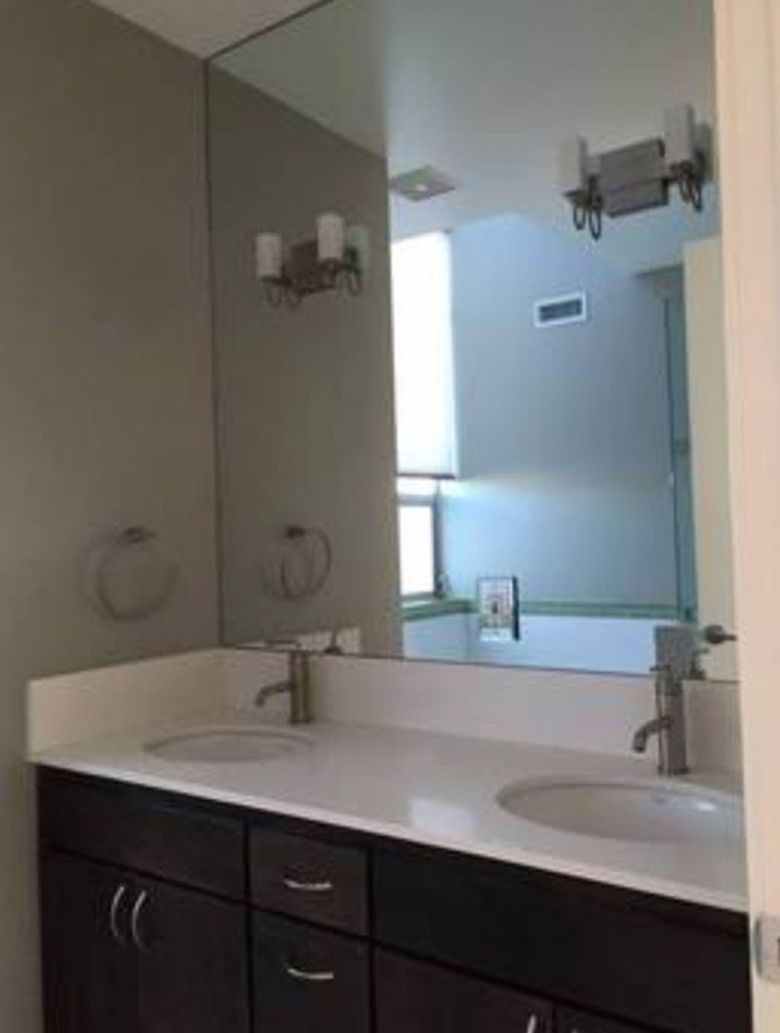 8 mind blowing small bathroom makeovers before and after for Pictures of renovated small bathrooms