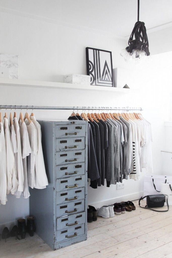 30 chic and modern open closet ideas for displaying your wardrobe shoproomideas - Small closet space minimalist ...