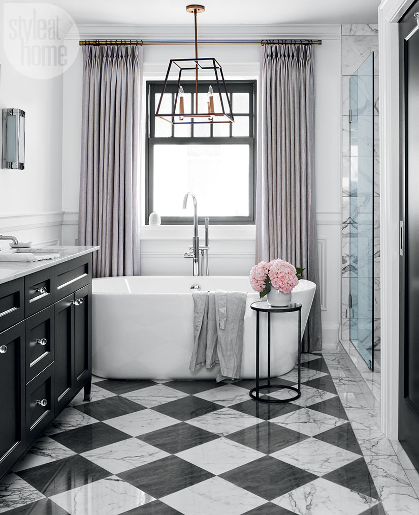 black and white marble checker checkered tiles modern glam luxurious bathroom ideas bathtub claw vintage style